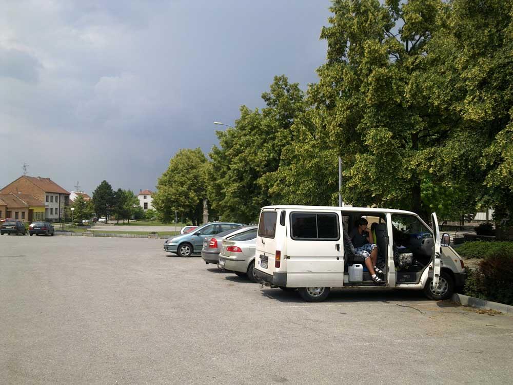 bouřka při čekání na začátek festivalu