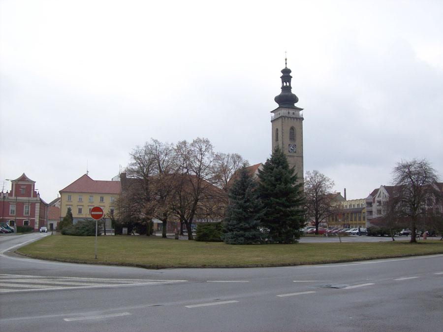 náměstí Soběslav, hnusně, zima, větrno